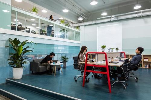 archistory-Офисе в котором можно отдохнуть, побегать или вырастить цветы00015