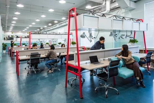 archistory-Офисе в котором можно отдохнуть, побегать или вырастить цветы00016