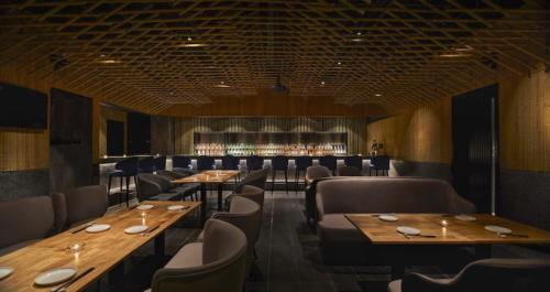 archistory-Японские архитекторы создали бамбуковую рощу внутри Пекинского ресторана00005