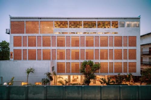 archistory.net-необычный фасад отеля 00011